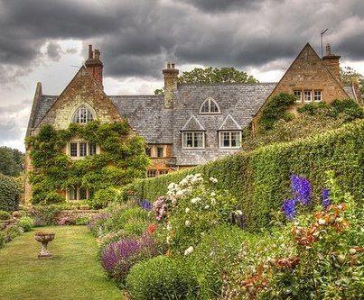 Sognando il frsco della campagna inglese...e questo cottage ovviamente.. Buon pomeriggio A dopo Shab | The Best Things in Life Aren't Things www.shab.it