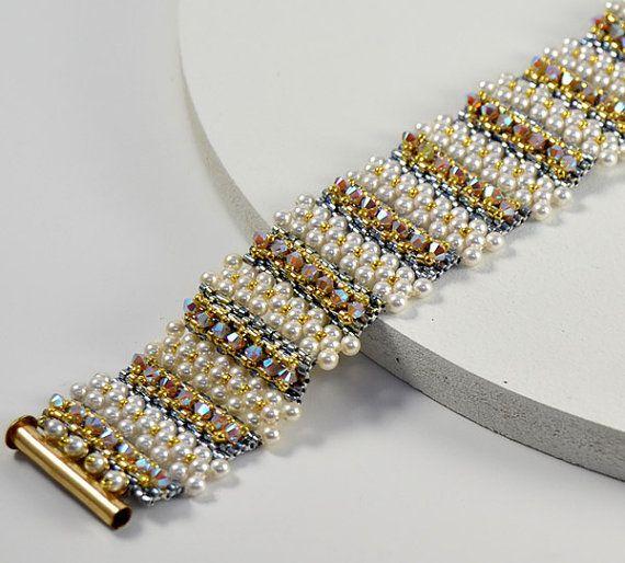 Lulu Belle Bracelet Beading Pattern by LiisaTurunenDesigns on Etsy
