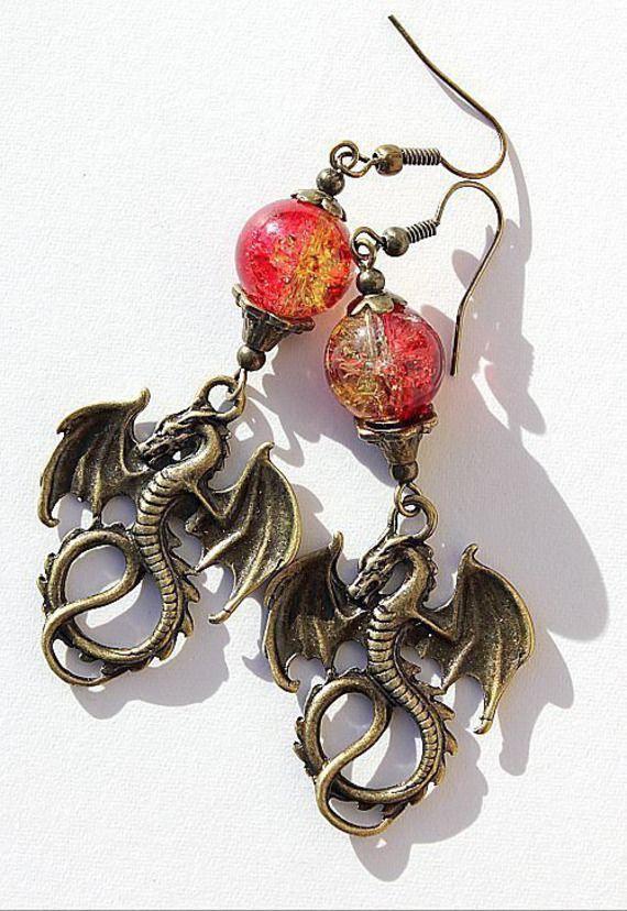 """Boucles d'oreilles en bronze avec des dragons surmontés d'une perle bicolore craquée : """"Dragons de feu""""- Bronze"""