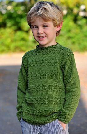 Den flotte bluse med ribmønster er nem at strikke, og den skal nok blive værdsat af husets drenge