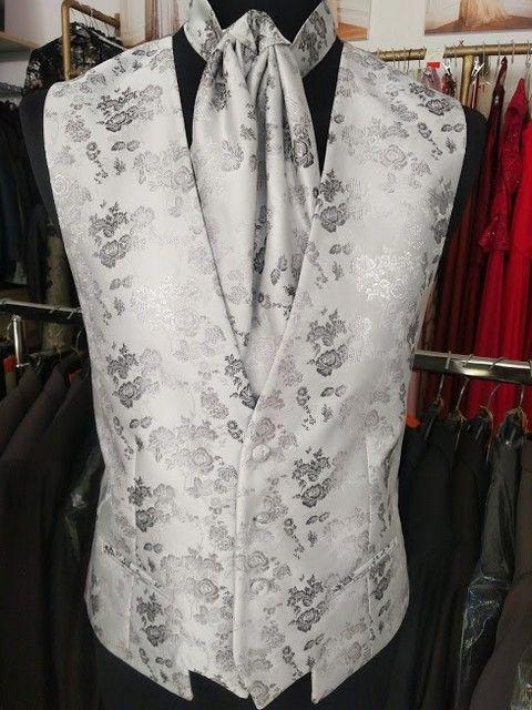 oblek na svadbu, oblek pre ženícha, luxusný oblek, pozicovna oblekov, ženích, nevesta, svadba, svadobný salón, vesta na svadbu, vesta k obleku