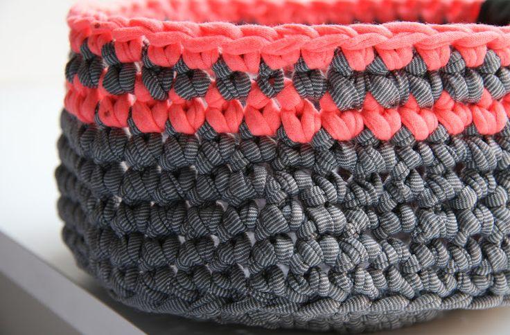 häklenfelt: Hæklet kurv med neonstrejf - opskrift