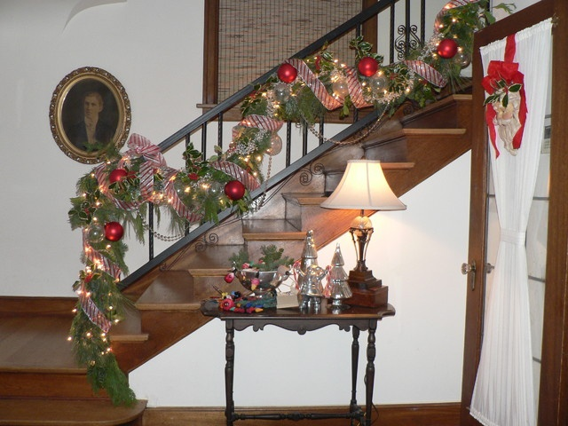 27 best images about stairs primitive on pinterest - How to decorate stairs for christmas ...