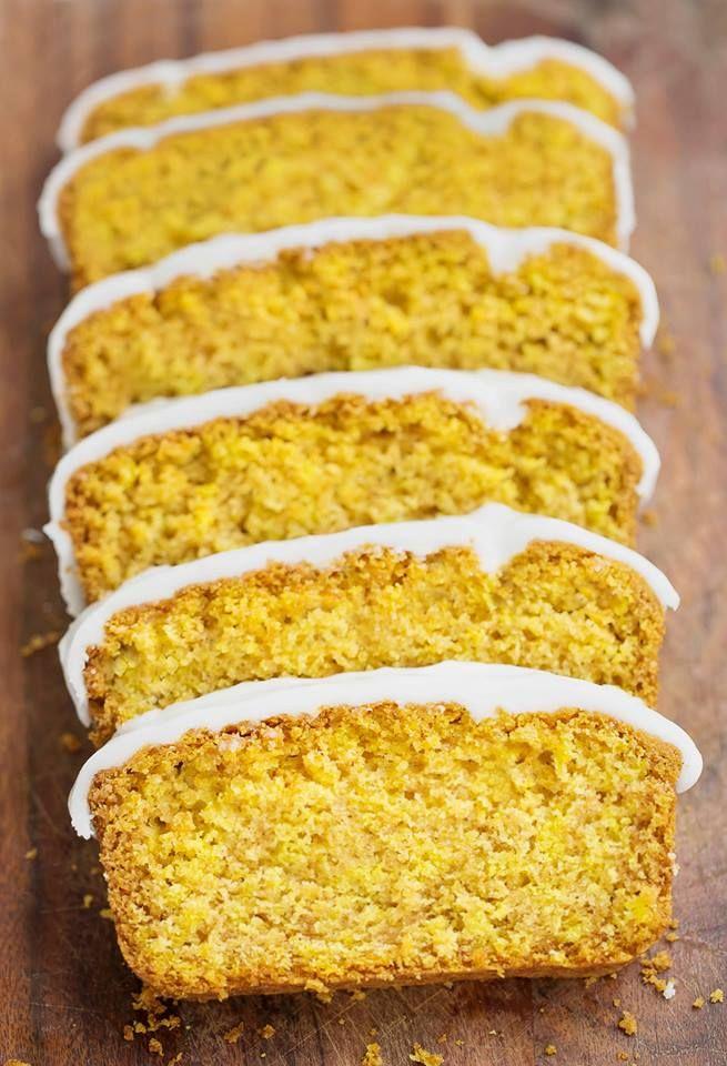 Mmh! Saftig, locker, leicht - so schmeckt dieser veganer Zitronenkuchen! Er ist zucker- und fettarm und ist kinderleicht zu backen. Gleich ausprobieren!