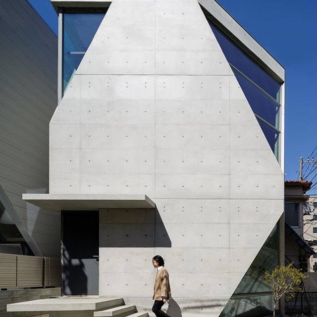 Micro-houses are common in Japan  ✏️R Torso C Project by Atelier TEKUTO  📍#Tokyo, Japan    ____  Info:  * Architect: @ateliertekuto  * Latest articles 📲 link in bio  * Submit 📩 #designwanted  * ©️️ Photo Owners | DM for credits / remove    #Regram via @designwanted