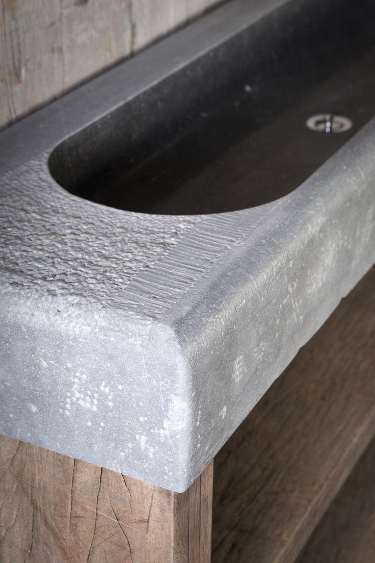 wastafelmeubels en losse wasbakken op maat te maken, keuze uit verschillende soorten natuursteen bij Jan van IJken oude bouwmaterialen BV. meer info www.oudebouwmaterialen.nl of info@oudebouwmaterialen.nl
