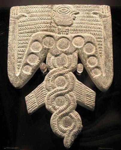 """Gobekli Tepe El hombre pájaro con el cuerpo de las serpientes enroscadas. """"Históricamente, las serpientes y las serpientes representan la fertilidad o una fuerza de vida creativa. Como las serpientes cambian de piel a través de desprendimiento, que son símbolos de renacimiento, transformación, la inmortalidad y la curación. [6] Los Ouroboros es un símbolo de la eternidad y la continua renovación de la vida """". Wikipedia"""