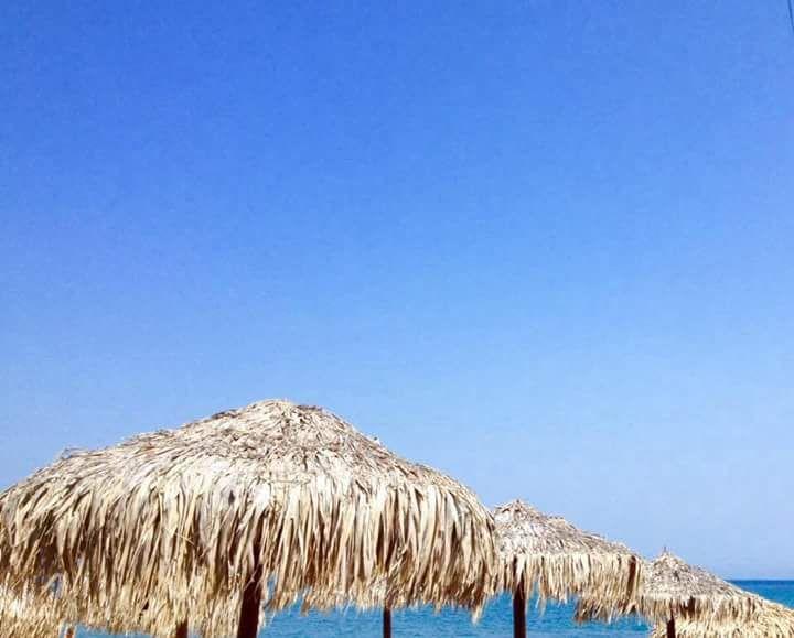 #kreta #agiamarina #platanias #medelhavet #solsemester #strandparasoller