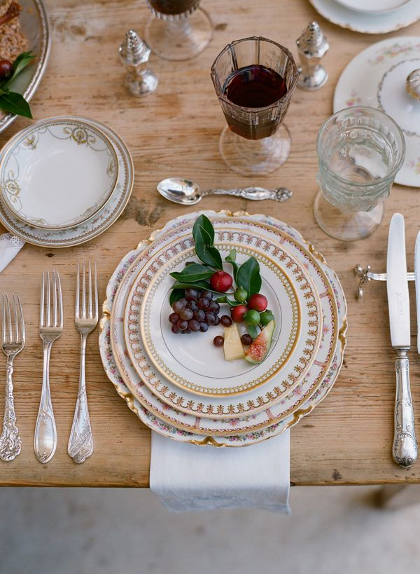tablescape with 2nd hand porcelaine; photo by Elizabeth Messina