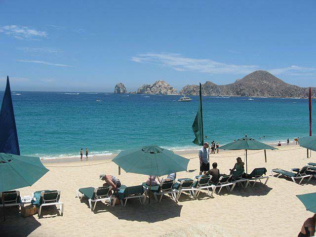 Playa el Medano - El Medano Beach -- The best beach in Cabo for swimming
