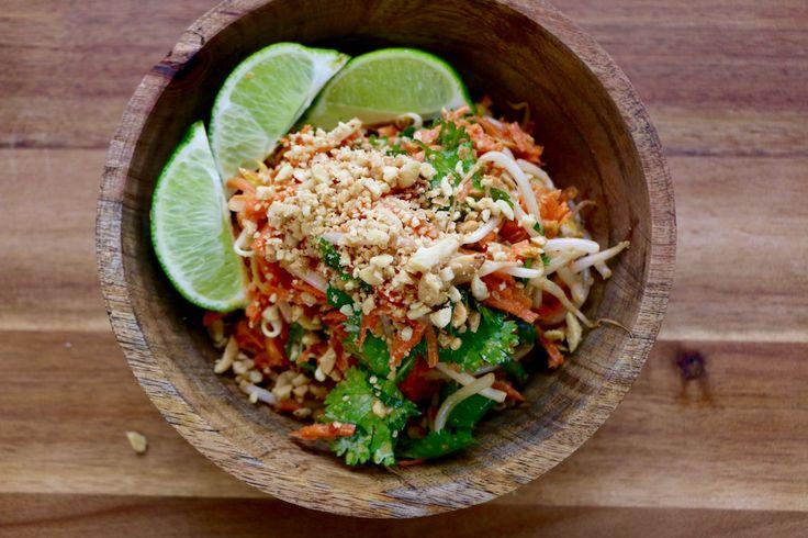 Je vous propose une recette qui fera bientôt partie de vos classiques de l'été. J'ai appris à préparer cette salade lors d'un voyage en Thaïlande, où je prenais des cours de cuisine dans un petit restaurant végétarien de Bangkok. Cette salade est savoureuse et la sauce qui l'accompagne peut également être servie avec le tofu …