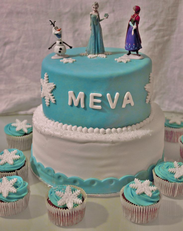 Frozen cake and cupcakes  by me  (L'ile O gâteaux) Next time, the fondant will be perfect ! è____é