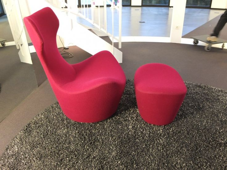 Grande Papilion #Sessel mit #Hocker, Stoffbezogen: #bordeaux, drehbar, von B&B Italia #rot #stoff