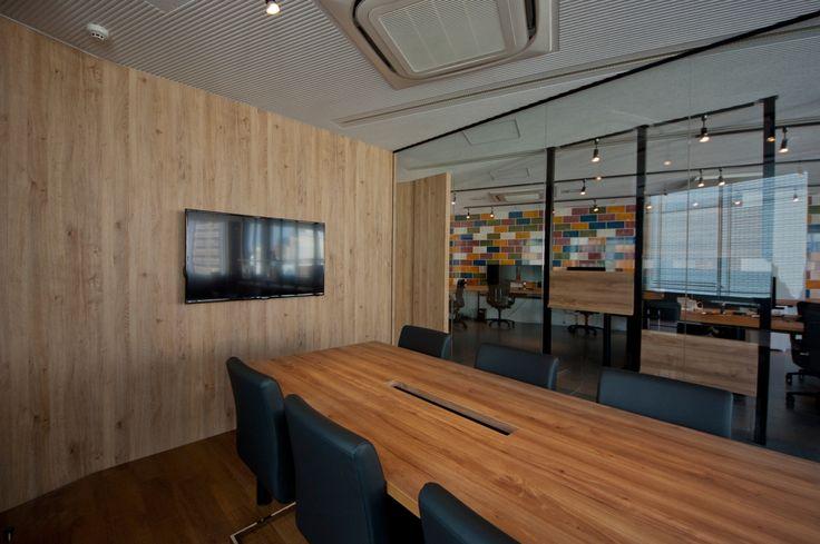 造作家具を多用したオフィス|オフィスデザイン事例|デザイナーズオフィスのヴィス