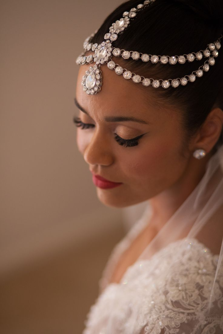 Verna's wedding: Vintage wedding makeup - red lips, black ...