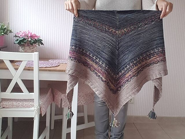 Kodikas by Caitlin Hunter, knitted by Sille1 | malabrigo Rios in Tormenta, Illusion and Sand Bank