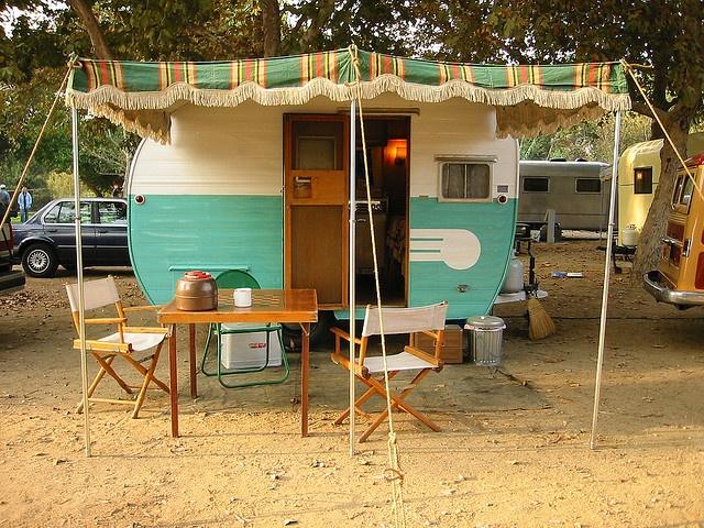les 281 meilleures images du tableau vacances glamping caravane sur pinterest caravane. Black Bedroom Furniture Sets. Home Design Ideas