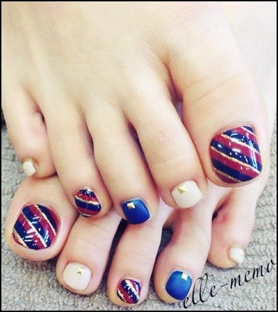 cute toe nail design...great way to show off your toes with sandals in the summer