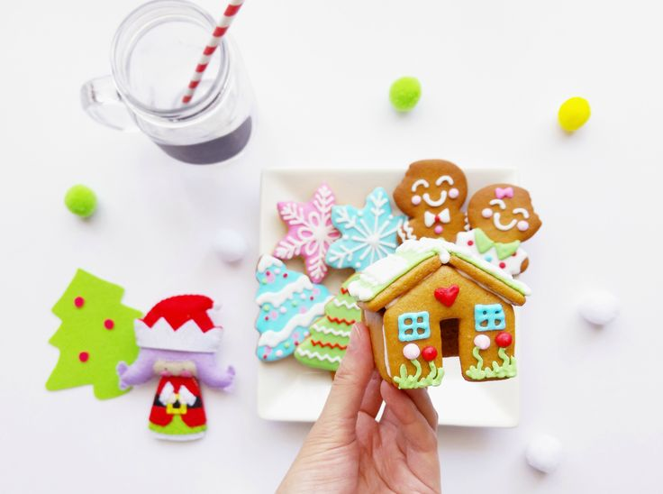 Get the chance this Christmas to decorate a 3D mini gingerbread house at one of our decorating classes.   Click photo for more details.