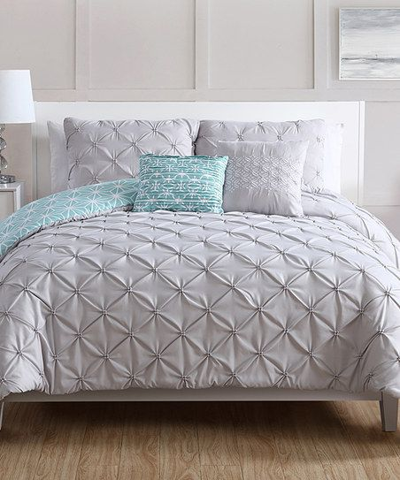 Diamond ruching gives an elegant pattern and subtle texture to this minimalist bedding set, bringing a vintage vibe to bedroom décor.
