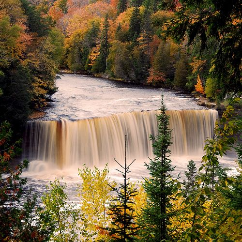 Upper tahquamenon falls michigan michigan fun facts for Cabins near tahquamenon falls