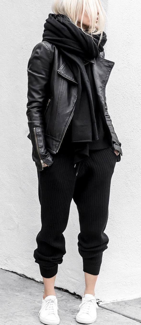 Amo los outfits compuestos por prendas del mismo color y más si el color es el negro. Hay que tener en cuenta a la hora de elegir un look así de utilizar diferentes texturas para darle más vida al outfit