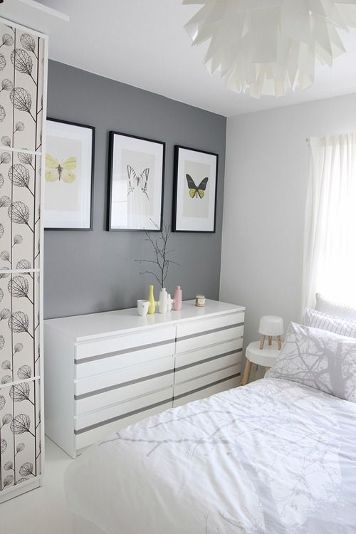 Meuble rangement blanc laque chambre, mur gris, cosy