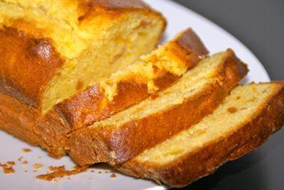 Deze Marokkaanse abrikozencake bevat heerlijke smaken door de gedroogde abrikozen en sinaasappelsap. Het cakebeslag is binnen 15 minuten gemaakt. Met bakken erbij staat er in één uur een heerlijke warme cake op tafel.