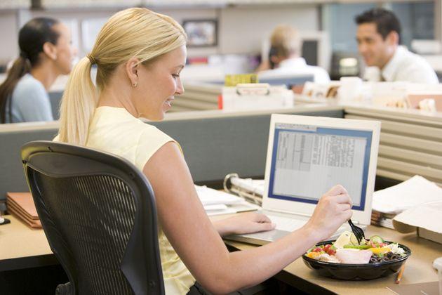 Pranzo in ufficio? Vediamo cosa mangiare per un pasto veloce, leggero e completo