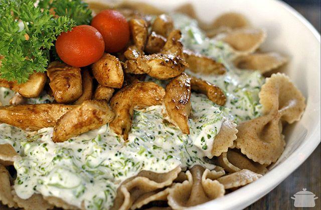 PANELATERAPIA - Blog de Culinária, Gastronomia e Receitas: Gravatinha Integral com Creme de Brócolis e Frango