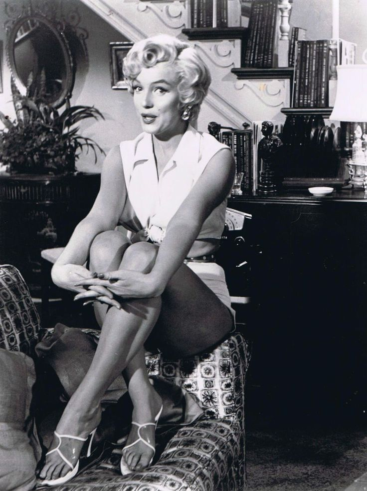 marilyn monroe c 1955 sexy secret pinterest. Black Bedroom Furniture Sets. Home Design Ideas