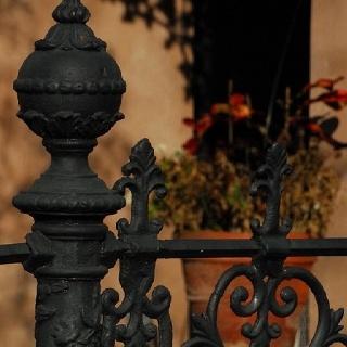 Wrought iron fence: Iron Gates Fence Courtyard, Fence Ideas, Iron Fencing, Iron Beauty, Iron Art, Wrought Iron Fences, Photo, Fence Gate Wall Designs