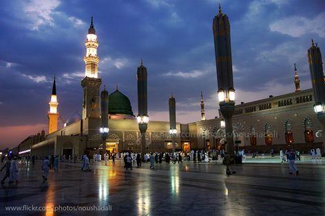 Masjid Nabawi di Madinah, Saudi Arabia http://masbadar.com/100-gambar-foto-masjid-masjid-terkenal-dan-terindah-di-dunia-bag-02/