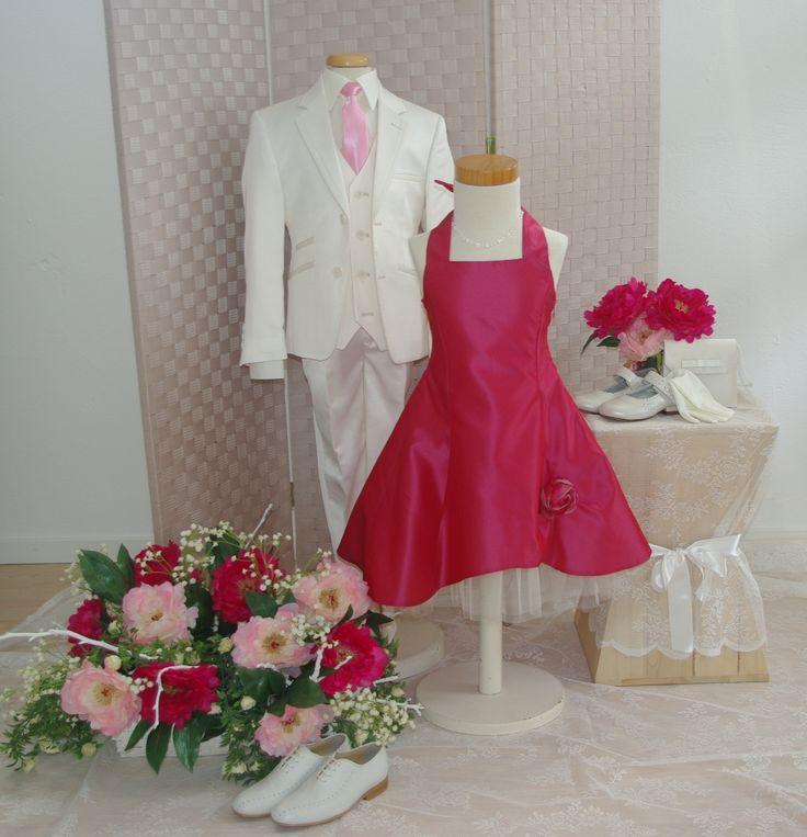 Corrie's bruidskindermode heeft stijlvolle bruidskinderkleding, communiekleding en doopkleding. Van lange bruidsmeisjesjurk tot kort, gekleurd en off-white. communiejurken en doopjurken, in soorten en maten. Jongenskostuums en bijpassende accessoires. De kinderen van 0 tot ongeveer 16 jaar kunnen helemaal gekleed worden. Bruidskindermode.nl. Trouwen, huwelijk, bruiloft, bruidsmeisjes, bruidsmeisje, bruidsjonker, bruidsjonkerkleding, kinderkostuum, jongenspak, doopjurk, dooppakje.