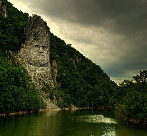 Estatua de Decébalo -Río Danubio, Rumania.