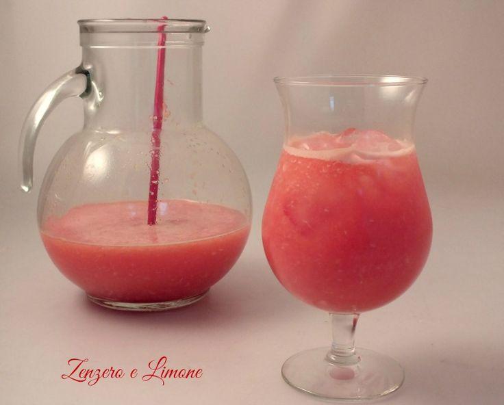 Un drink analcolico estremamente dissetante e facilissimo da preparare a base di zenzero, arancia e pompelmo. Ottimo in estate!