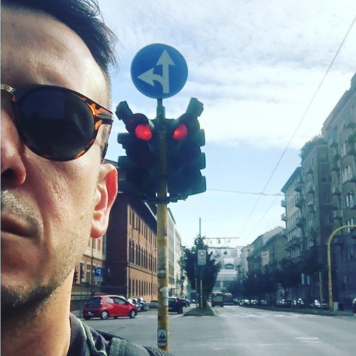 Incroci e direzioni semafori rossi e ripartenze #tixilife #tixi #dj #milan #trip #milano #djlife #djing #reload #goodmorning #saturday