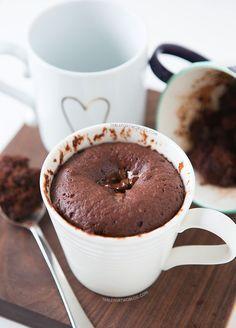 """ヨーロッパで大人気!マグカップだけで簡単に作れちゃう""""マグケーキ""""。レンジで2分で完成するから、おやつには勿論、朝食にもおすすめなんです。見た目もお洒落で、味も絶品なレシピをご紹介します。"""