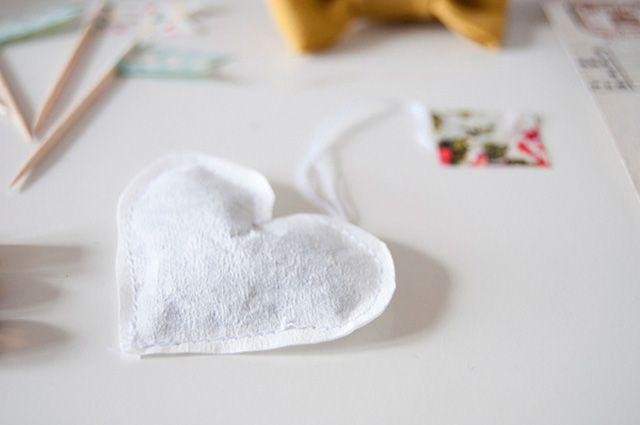 Theezakjes in de vorm van een hartje Op Zolea.be vond ik deze schattige theezakjes in hartjesvorm! Het is heel erg simpel, je gebruikt losse thee en een koffiefilter.