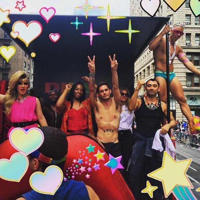 Am Wochenende ließen die Stars die Korken knallen, um die Legalisierung der Ehe zwischen gleichgeschlechtlichen Partnern in den USA zu feiern.