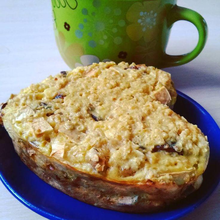 #Пирог С Финиками: овсяные хлопья финики яблоко яйцо обезжиренный кефир. Финики и яблоко очистить от косточек и мелко порезать. Яйцо взбить добавить кефир и хлопья. Всё соединить вылить в форму и отправить в духовку на 30 минут при температуре 190 градусов. #в_борьбе_с_широкой_костью #правильное_питание #Рецепты_ПП #Худеюнапп #полезный_десерт #lunch #pie #oil_free #Sugar_Free #apple #oats #dates #egg #kefir #food