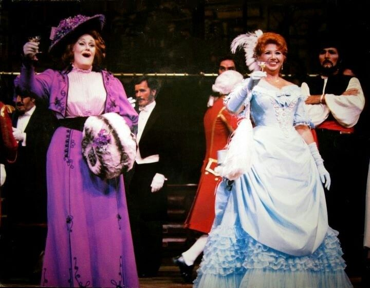 Dame Joan Sutherland with Beverly Sills in Strauss's Die Fledermaus