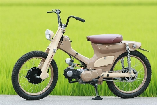 """Urban Camel""  Super Cub custom by Cone Custom Bike, Japan"