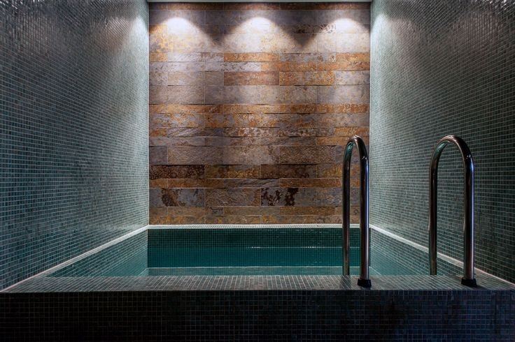 Harvia Spa Modules offer an easy and effective way to implement the furnishings and structures of even the most demanding spa destinations. The manufacturing method can also be scaled down effectively for home steam rooms, spas and shower recesses – in almost any form imaginable.