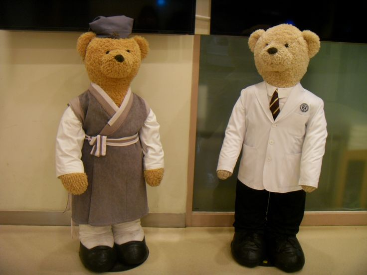 2016.2.29. Hospital bear doctor dolls. Have been to the hospital for brother who had been with mom. Isaac will be operated on in a few days.  Mom told me brother had an appendectomy and well finished. Convalescence and looks for recovery. Have a special and good day.