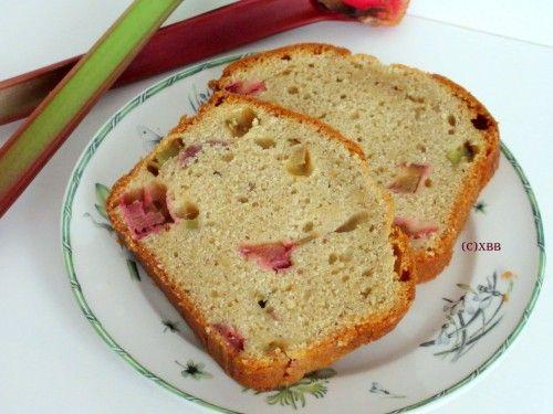 Rabarbercake van oma, rabarber uit eigen tuin, zomergroente, recept, zelf bakken, oven, koffie, thee, high tea, cake, cupcake, muffin, yoghurt, eieren.