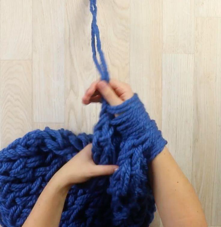 Вязание на пальцах: теплый и красивый шарф своими руками