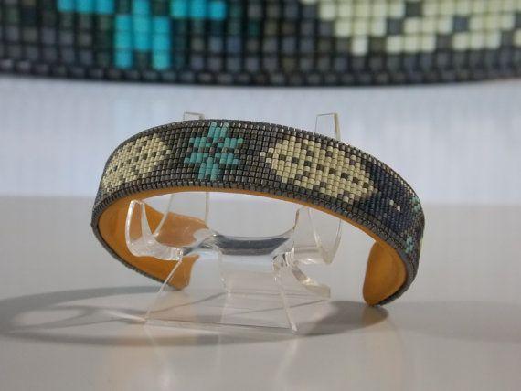 Ik noem deze armband Oude pion omdat ik ontwierp de armband te lijken op de oude pion sieraden die u in het zuidwesten vinden zult. De meeste zeer