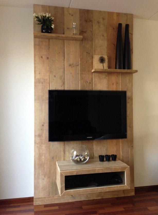 Oud steigerhouten tv wand.
