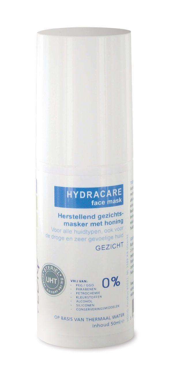 Hydracare face mask  Description: VEDIQ HYDRACAREface maskmet HONINGis een natuurlijk hypoallergeen gezichtsmasker speciaal ontwikkeld voor de droge en gevoelige huid. Het masker herstelt hydrateert de huid en beschermt het tegen externe invloeden zoals stress luchtvervuiling weer en wind.VEDIQ HYDRACAREface maskis een ideaal product voor extra gezichtsverzorging van de gevoelige of droge huid.Hypoallergeen gezichtsmasker op basis van thermaal water en natuurlijke ingrediëntenHerstelt…